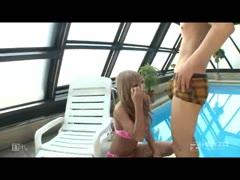 3-黑【影音先锋色资源站手机版】辣妹和一个夏天的回忆前部~游泳池边只能打倒!3