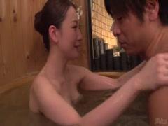 1-熟女在温泉给我洗澡