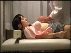 3-学生妹被色医生检查